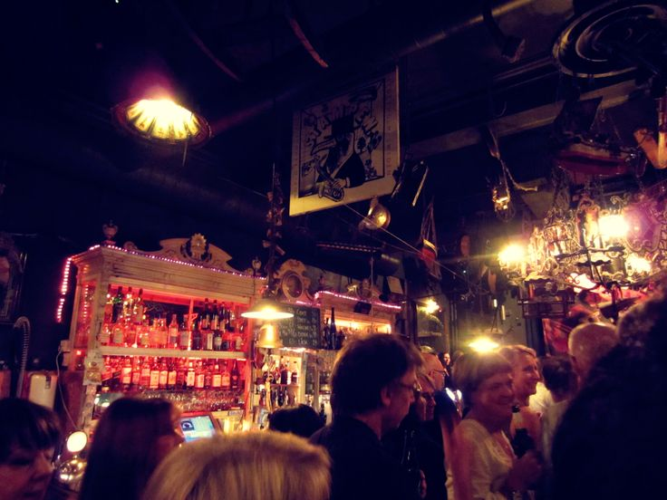 rock n' roll bar in old stockholm | photoshooting Dorin