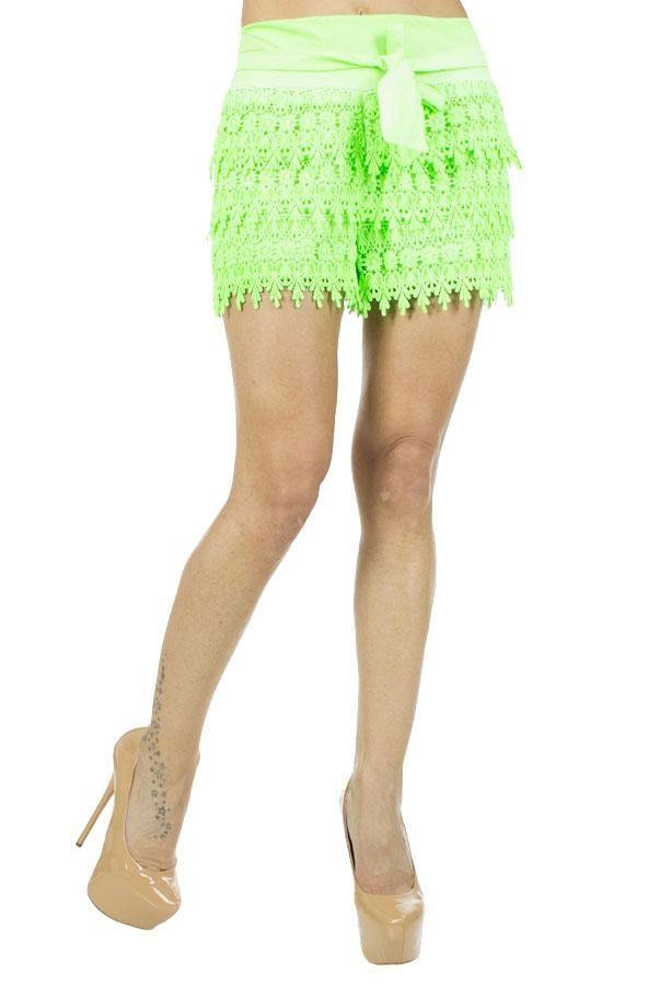 Pantaloni Dama Fringe  Pantalon dama model indraznet. Material lejer potrivit pentru sezonul cald.  Detaliu - cordon in talie detasabil.     Latime talie: 36cm  Compozitie: 95%Bumbac, 5%Elasten