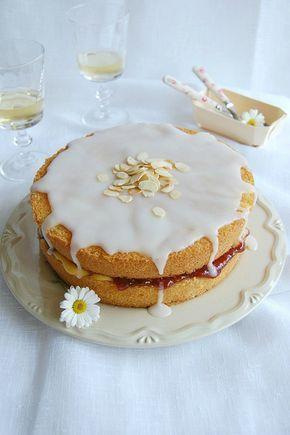 Almond tea cake / Bolo de amêndoa recheado com curd de limão siciliano e geleia de framboesa by Patricia Scarpin, via Flickr