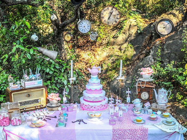 Les 8 meilleures images propos de gala sur pinterest pays des merveilles tea parties et mariage - Decoration alice aux pays des merveilles ...