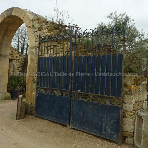 Portail ancien beau portail ancien en fer forg color for Dessin portail fer forge