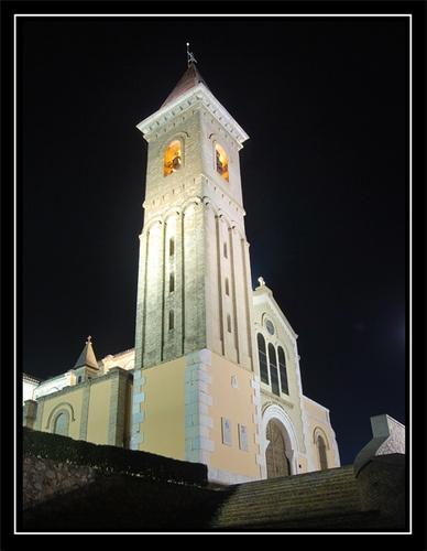 Night view of a church in Alzira