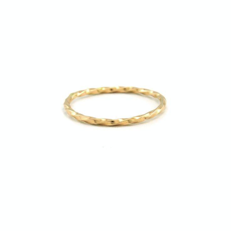 Single Twist Ring
