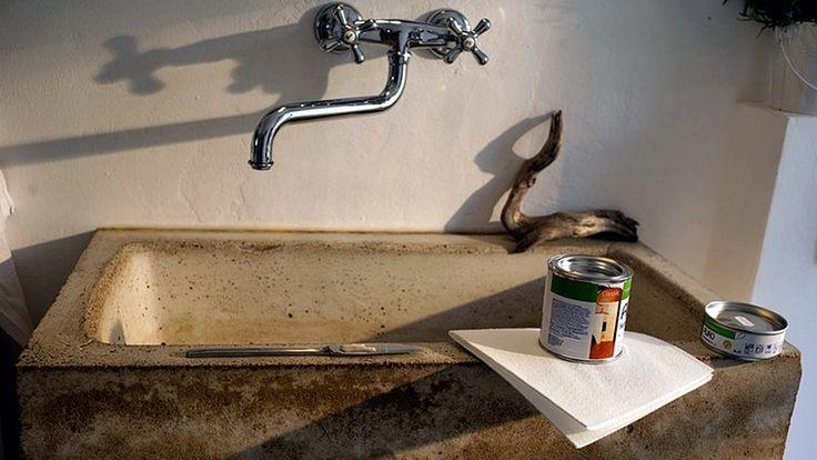 Ein Waschbecken aus Beton, Hartöl in der der Dose
