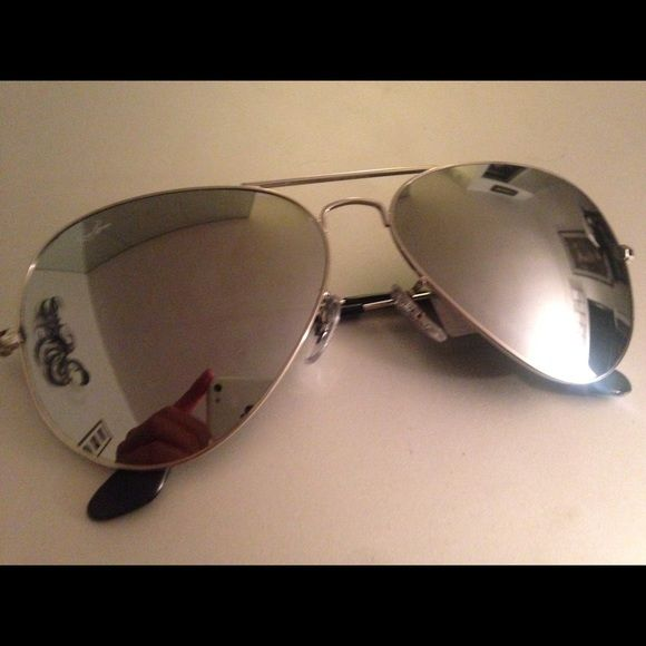 Ray-Ban Aviator Sunglasses Silver Lens And Frame Ray-Ban Aviator Sunglasses. Unisex. Size 58mm Large. Style RB3025, Color W3277. Silver mirror lens with silver frames. Authentic! Comes new in box with brand new Ray-Ban case. Perfect gift. Retails at $170. Ray-Ban Accessories Sunglasses