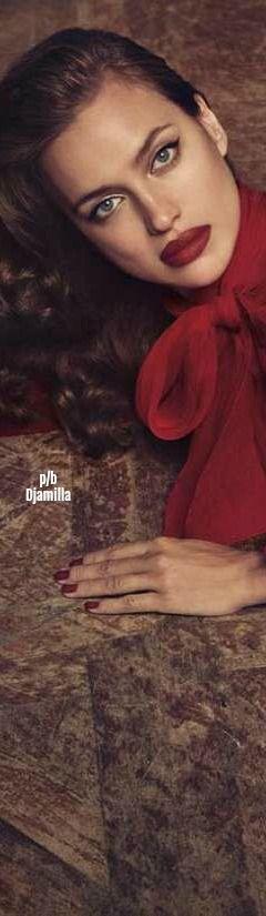 Irina Shayk - Blumarine Fall Winter 2017/18