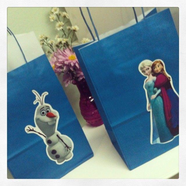 Novos modelos de sacolinhas do Frozen! Feitas sob encomenda!!! #frozen #sacolinhasurpresa #olaf #gift #loja #ratchimbum #novaodessa