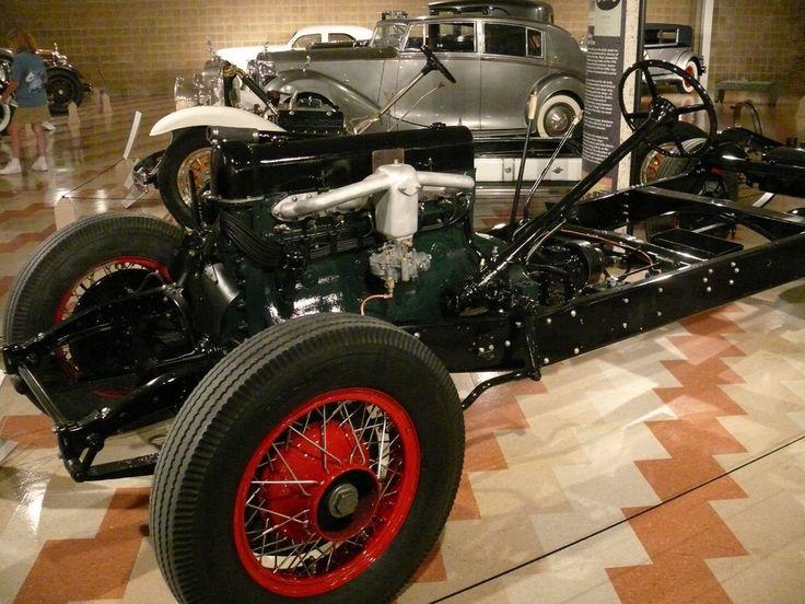 Старые автомобили - картинки для мобильного: http://wallpapic.ru/transport/old-cars/wallpaper-14754