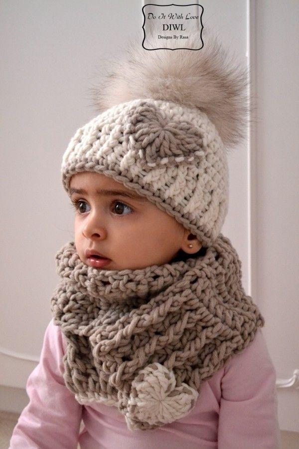Bommel-Mütze mit Herz-Applikation und passendem Schal im Set häkeln: Hol Dir die Häkelanleitung gleich + leg los. Dein Kind wird die neue XXL-Mütze lieben.ツ