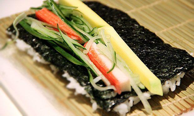 Comida japonesa: como fazer hossomaki, temaki e sashimi em casa