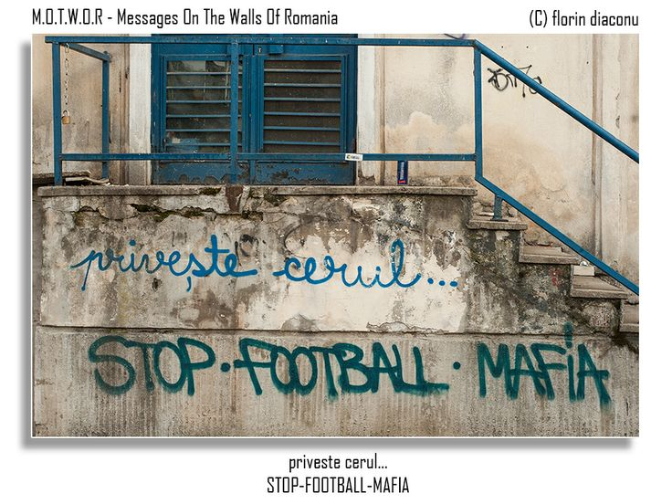 Message: Regarde le ciel / Stop•Football•Mafia Location: Somewhere between Apolodor Street and The Apostle Saints Street (Strada Sfintii Apostoli) - Bucharest
