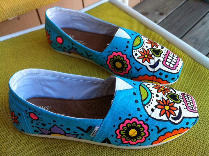 day of the dead toms. clearly i need these. so what if i'm a little obsessed with sugar skulls...