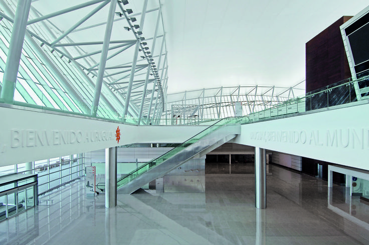 Carrasco International Airport | Rafael Viñoly Architects | Arrival Hall. Photo: Daniela Mac Adden