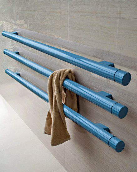 Another perfect Italian design, the warming towel rack, or the tube radiator, from http://www.tubesradiatori.com