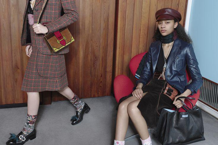 Все дело в бирке: новые сумки Prada Etiquette