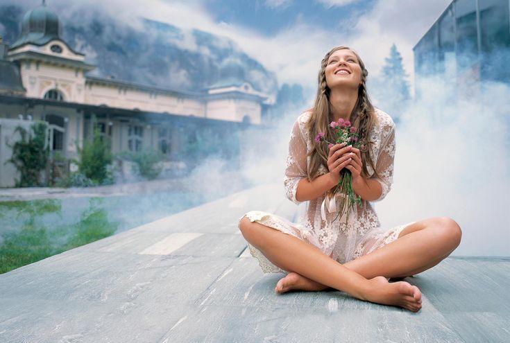 У любой женщины есть прямой канал связи с «божественным». В нашей современной действительности, в основном, этот канал загрязнён эмоциональными и ментальными наработками человека, находящимся под большим воздействием окружающего его мира. У редкой женщины сейчас этот канал чист.