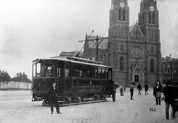 Tram in Náměstí Míru square, c. 1900 (photo courtesy of www.dpp.cz)