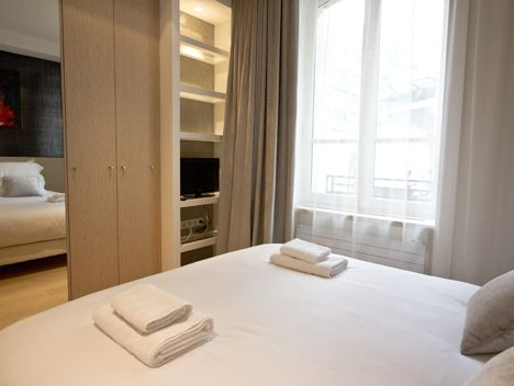 Seine - Universite: Left Bank Elegant Apartment near Musee d'Orsay and Rue Cler Food Market - Sleeps 4 | PARIS RENTAL CONNECTIONS