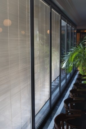 Sunparadise use Screenline blinds which are free from UV degradation. Integrated blinds offer privacy and light control as well as improved solar control. Blinded units are suitable for use in vertical pane within acceptable size limitations and their application can be discussed with our technical sales team. Sunparadise is happy to offer a range of integrated blinds with a number of operation options: Manual, Motorised and Solar Powered.