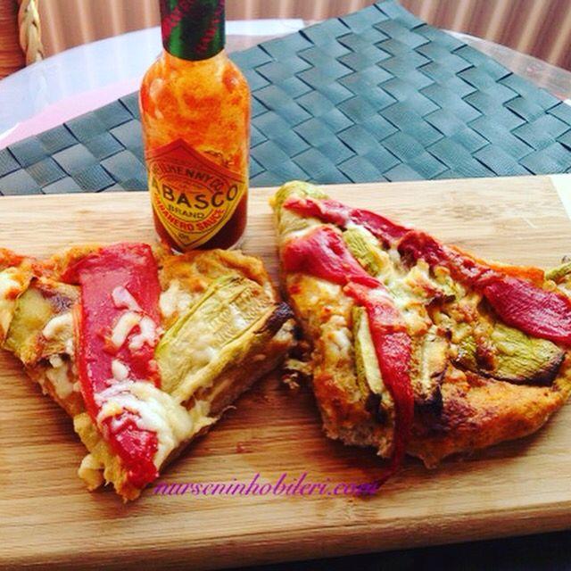 Bu gün yine  sağlıklı nefis bir pizza  http://www.nurseninhobileri.com/2015/09/kabakli-ve-koz-biberli-pizza.html