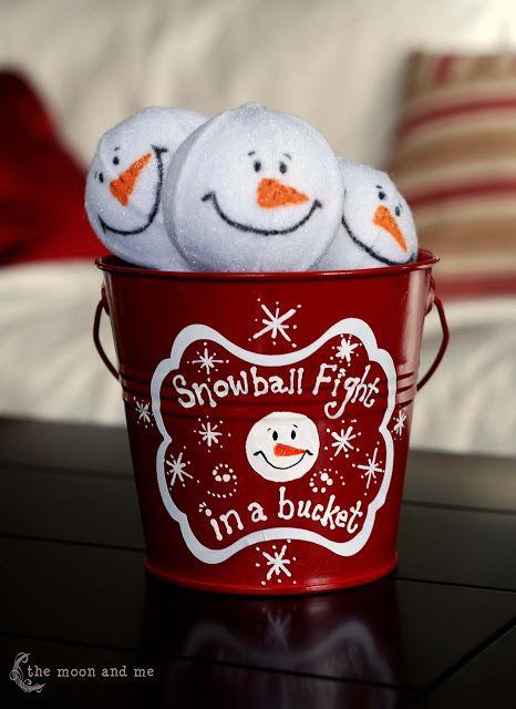 La Luna y Yo: Snowball Fight en un cubo!