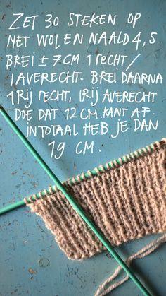 Al een hele tijd had ik dit bolletje wol in de kast liggen, ik kocht het ooit vanwege het mooie etiketje hoewel ik eigenlijk nie...