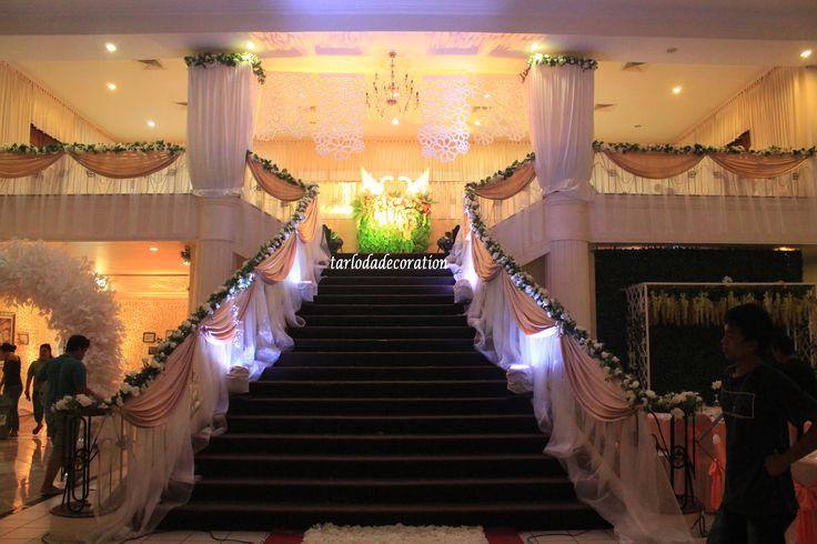 Ini luar biasa! Karya hebat dari Tarloda Florist https://www.bridestory.com/id/tarloda-florist/projects/double-r-wedding-rico-regina