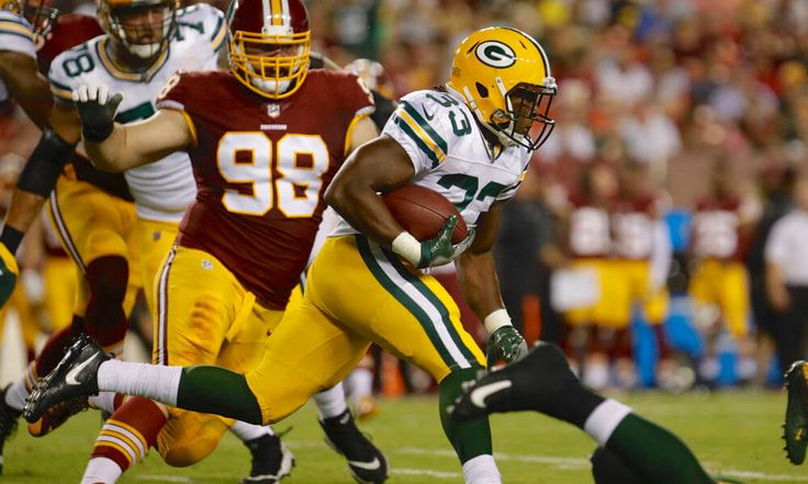 """Aaron Jones immediately impressed Aaron Rodgers = It didn't take long for Green Bay Packers rookie running back Aaron Jones to impress quarterback Aaron Rodgers, according to Jason Wilde of the Wisconsin State Journal. """"I've been....."""