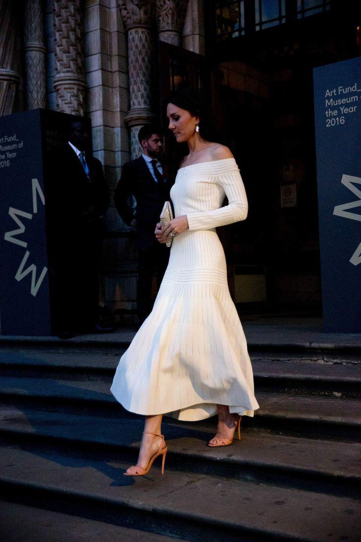 Princesse Kate radieuse en robe longue col bateau au museum d'Histoire Naturelle