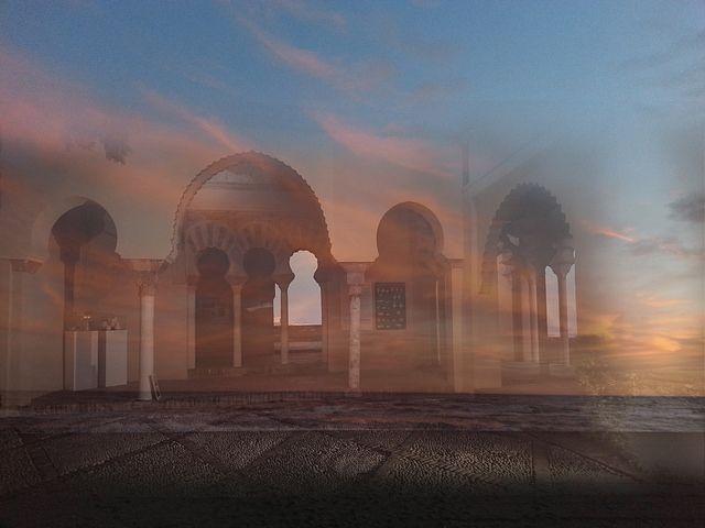 El sueño de la alcazaba de Málaga en las noches de verano. Fotomontaje - collage