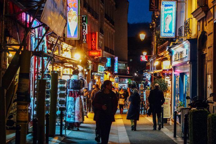 Rue Mouffetard    Guia de bairros de Paris – só os mais legais! - Pequenos Monstros