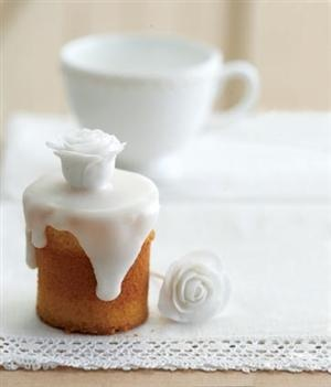 lovely: Minis Cakes, Sweet, White Rose, Birthday Parties, Ice Rose, Small Cakes, Baby Cakes, Teas Parties, Teas Cakes