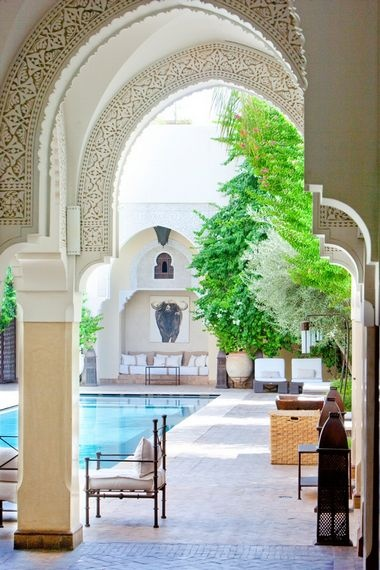 this is the lay out i have dreamed about. a courtyard in the middle of a home that is built u shaped, with this mediterrainian  style arches. This is it for me totally!
