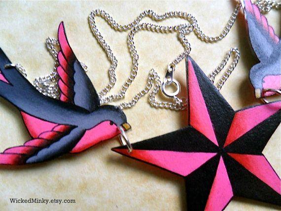 Tatuaggio stelle nautiche collana passero ispirato passeri caldi luminosi rosa e grigi holding collana stella nautica