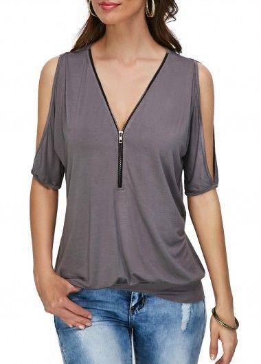 Blusa gris con cierre, hombros descubiertos