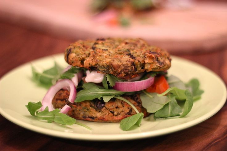 "Broccoli-aubergine burgers  <a href=""http://cottonandcream.nl/broccoli-aubergine-burgers/"">Read More →</a>"