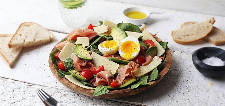 Kjøp Parmasalat med avokado, egg og parmesan og resten av ukeshandelen med ett klikk! En skikkelig sommersalat med alle de riktige ingrediensene, denne anbefales:)