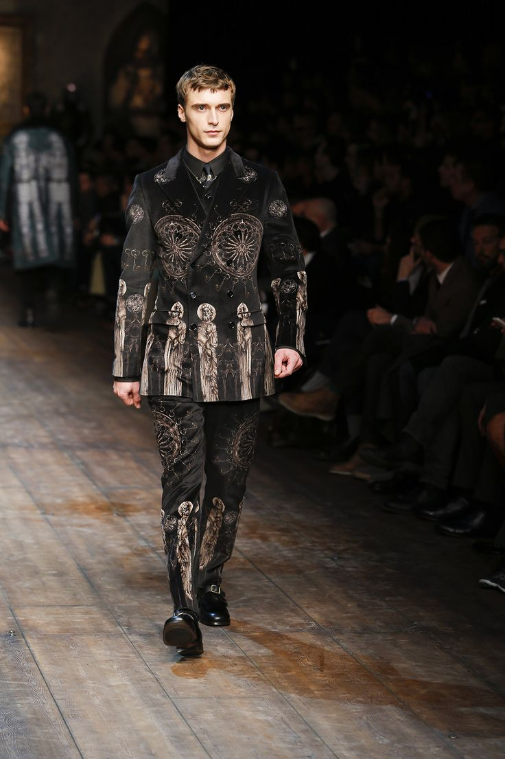 http://www.dolcegabbana.com/man/fashion-show/runway-gallery/dolce-and-gabbana-fw-2014-2015-men-fashion-show-runway-10/