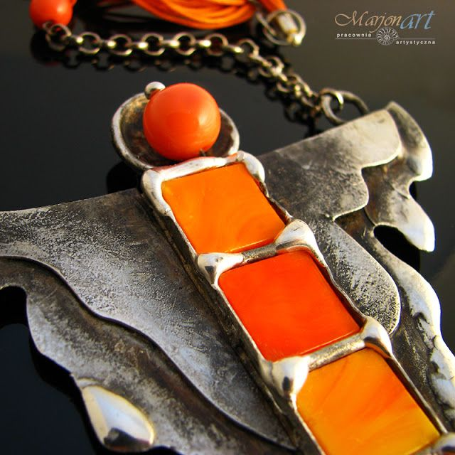 Pracownia Artystyczna Marjonart: 239  Anioł z pomarańczem  - naszyjnik