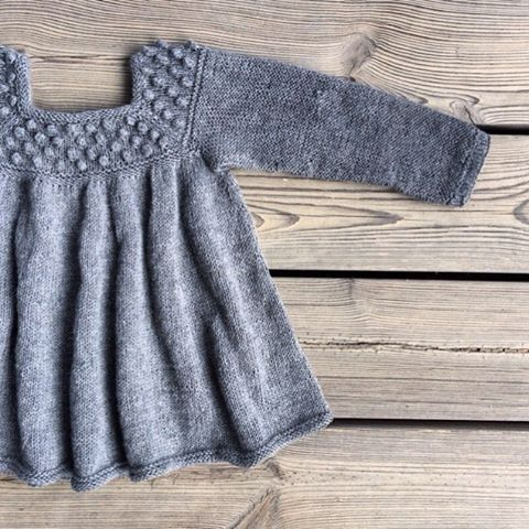 ... Or with sleeves for colder days. #patterninthemaking #knitting #knitteddress #knitting_inspiration #knitforkids #barnestrikk #jentestrikk #knittersofinstagram #knittingforolivesmerino #knittingforolive