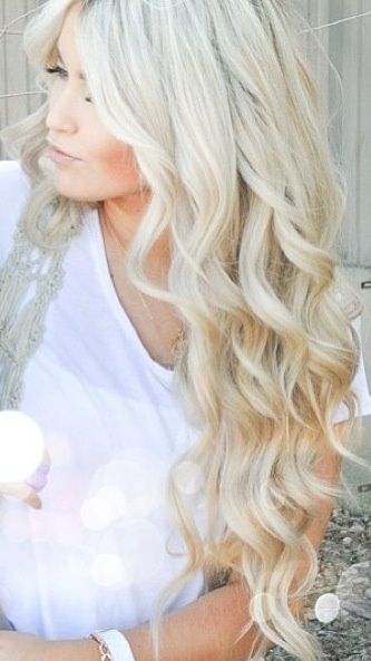 Lovee her long blonde waves