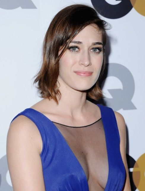 Lizzy Caplan Nude Photos 12