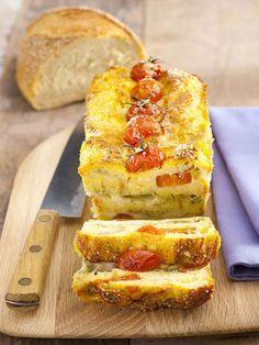Cake di pane, pachino, mozzarella e pesto