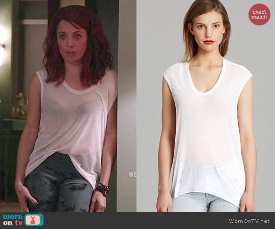 Jo's sheer white muscle tee on Girlfriends Guide to Divorce.  Outfit Details: http://wornontv.net/44418/ #GG2D