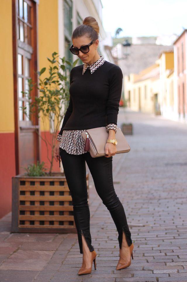 Zwarte wollen trui, lange blouse, stropdasje, zwarte broek