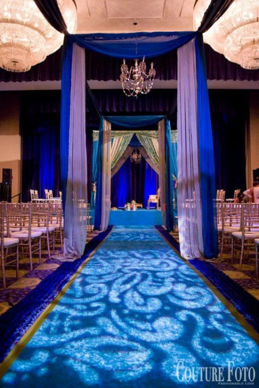love the light effects on the carpet! and the blue of course :)