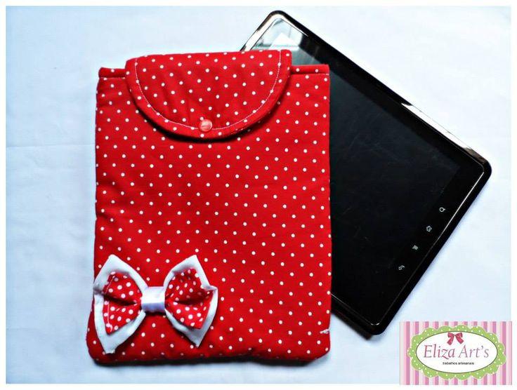 Case em vermelho poá com detalhe em lacinho, em tamanho de 25x20 cabe uma tbelt de 7 a 10 pol. <br>Tenho outras cores e estampa, recebo encomenda de tamanho maiores ou menor de acordo com produto do cliente.