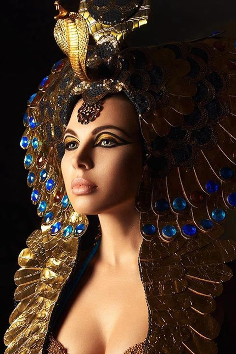 Cleopatra never looked this good. Ancient coins bearing her image show that she was no great beauty. She must have had great sex appeal but she was no beauty.
