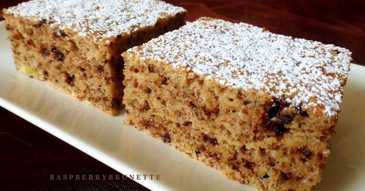 Vďaka jablkám šťavnatý, mäkučký koláč s veľmi jemnou orechovo-čokoládovou chuťou, ktorý sa rozplýva na jazyku. Je jednoduchý, rýchl...