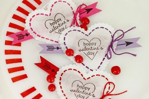 Procrastination Station: Love Is In the Details - love the cupid's arrow banner detail on these cute candy pouches!!